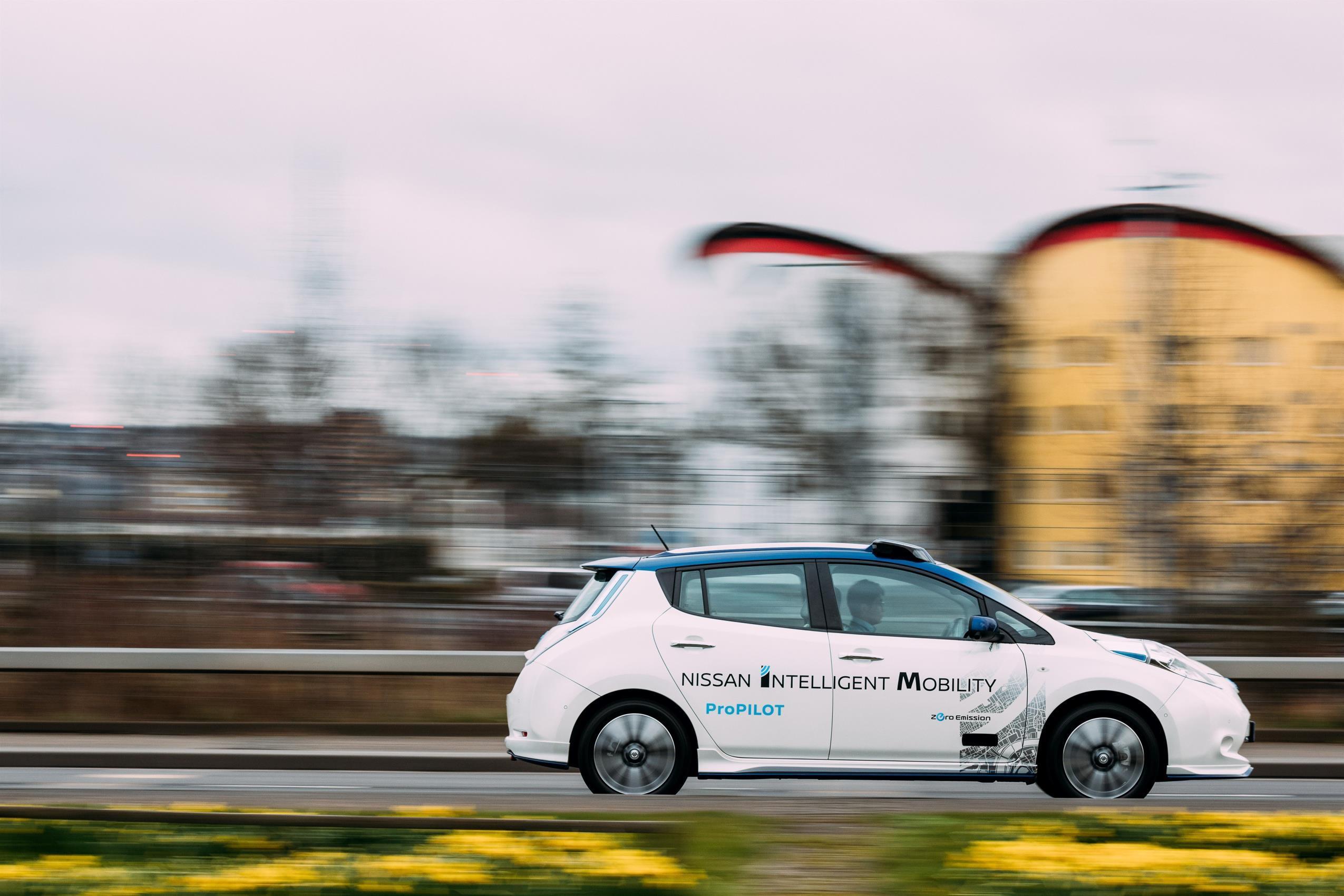 426183312_Nissan_s_autonomous_drive_demonstration_event_London