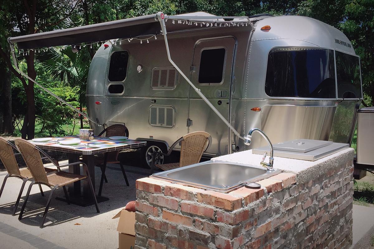 【露營】頂級露營車睡一晚?享受Airstream極致露營體驗就在池上日暉!
