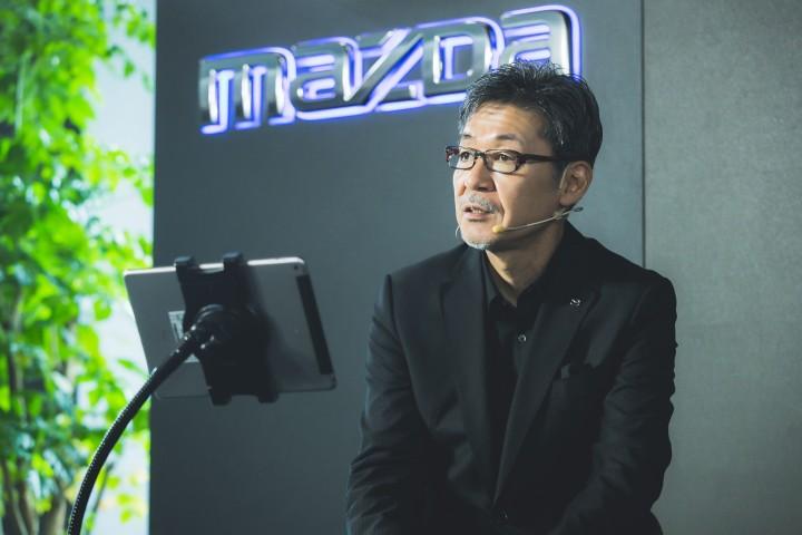 【MAZDA新聞照片】MAZDA設計團隊跨界參與展間設計,希望為承載車輛展示的容器,打造出最能呈現美感的展演空間。(中)馬自達設計本部 常務執行....jpg