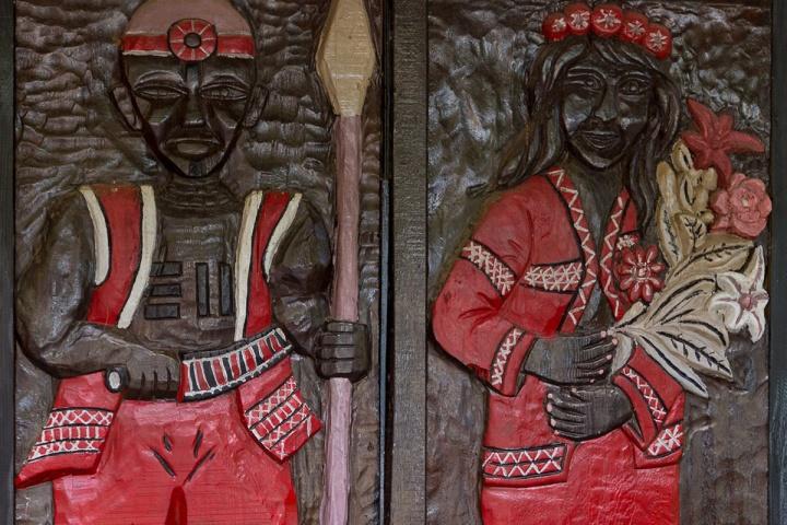 07_部落四處可看到彩繪浮雕等特色圖樣,展現原民生活風貌。(苗栗南庄)