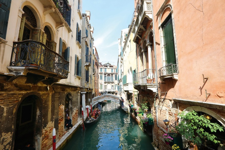 03_威尼斯盤根錯節的水道與建築構成絕佳的畫面,隨便一處都能拍到美麗風景。