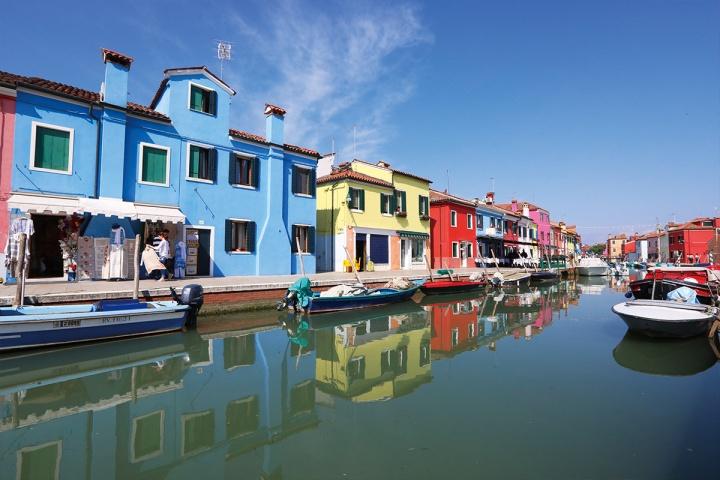 04_布拉諾是威尼斯的離島,水道兩旁的彩色房子是招牌景點,建議購買24Hr威尼斯船票比較省錢。