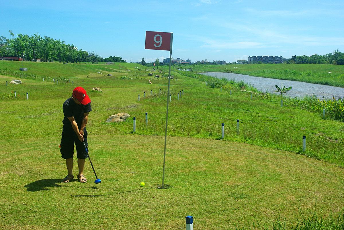 04安農溪畔打一場公園高爾夫球,令人心曠神怡。