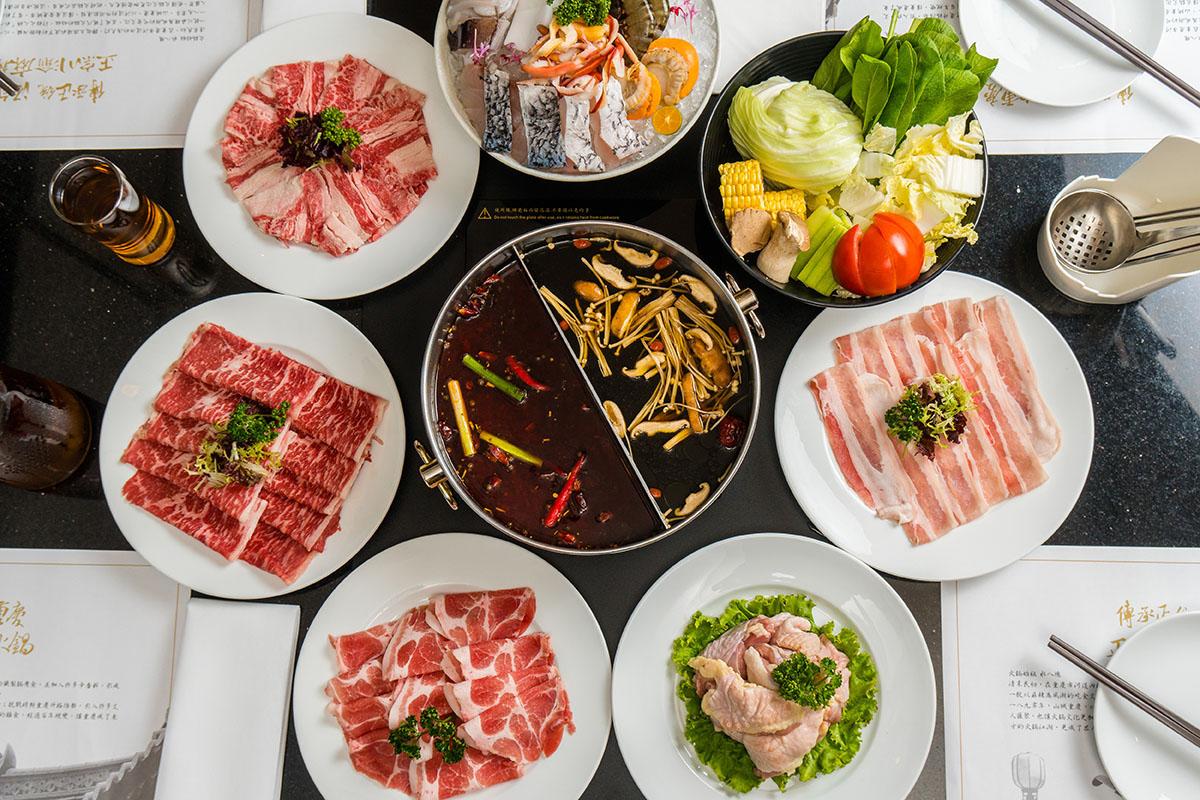 06煙波亭推出的鳳凰麻辣鍋最推薦麻辣鍋底,搭配肉盤吃到飽是冬日最棒的享受。