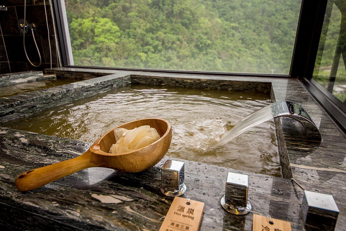 03雙泉客房主打擁有高含量礦物質的黃金三泉,搭配蘇澳鐵質碳酸冷泉。