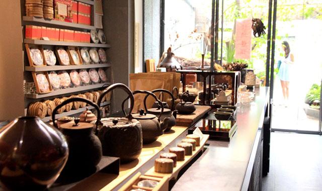 04除了提供品茗空間,串門子茶館也引進上好茶具和茶葉。