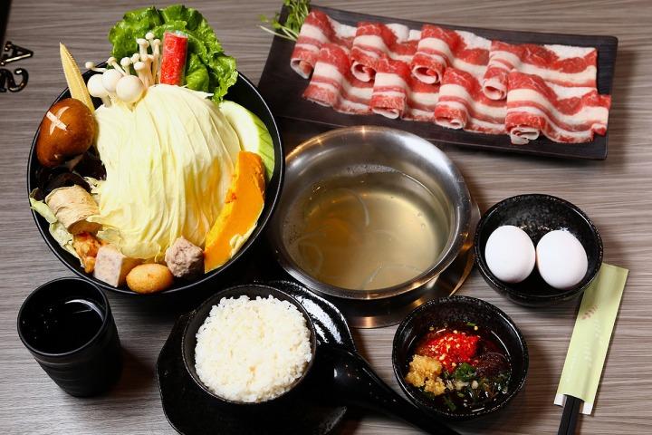 11.聚朋友火鍋館的食材以海鮮和在地小農時蔬為主。
