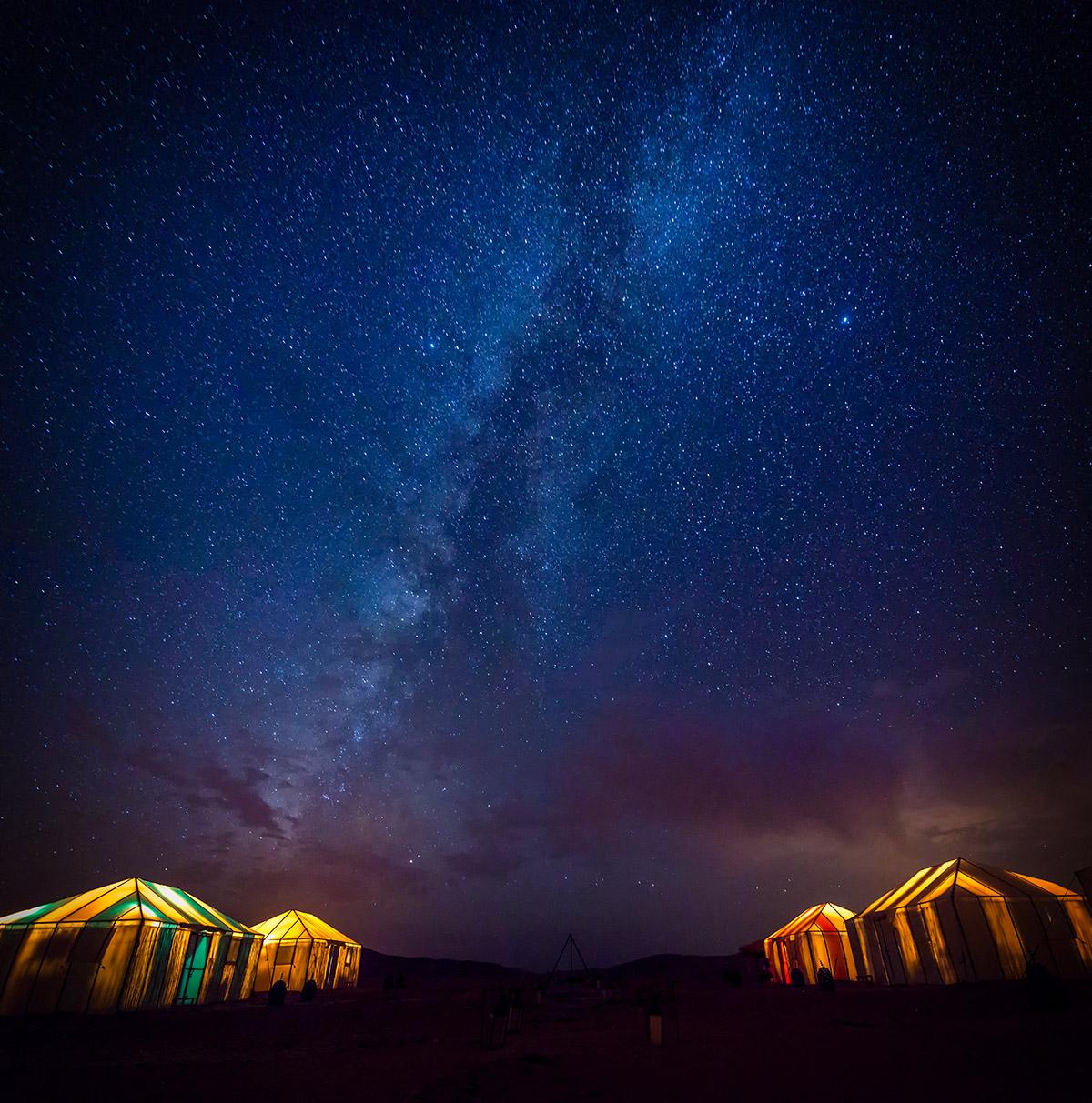 08.撒哈拉沙漠奢華營區,透著光的帳篷,看著觸手可及的銀河,是此生最夢幻的時刻。