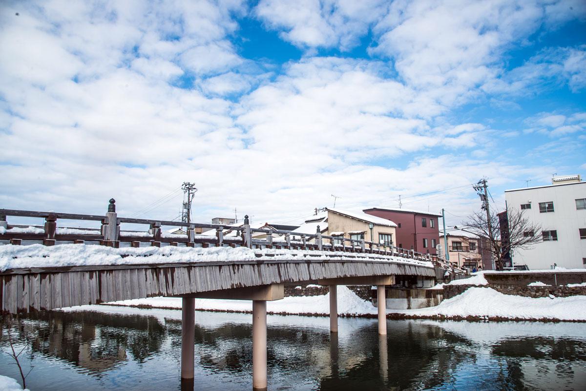 5.中之橋橋身儘管修築,還是保留木構造建築。