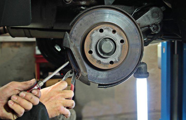 auto-auto-mechanic-auto-repair-302411